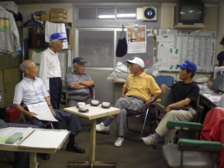 自分は松尾氏と柿本氏以外は判らなかったので、大村解説員の元選手・樋口氏が整備場に来ていた時に教えていただきました。ありがとうございました。