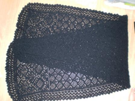 途中で飽きたけど、根性で編みきりました。